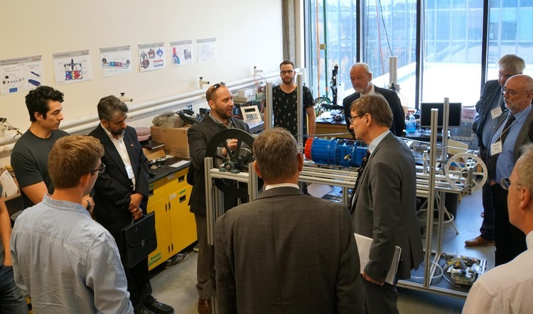 Principal Investigator Jonathan Banks guides the Helmholtz delegation (led by President Wiestler) through the ultra-low temperature differential engine lab.